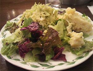 Свинина с крабами в зеленом салате